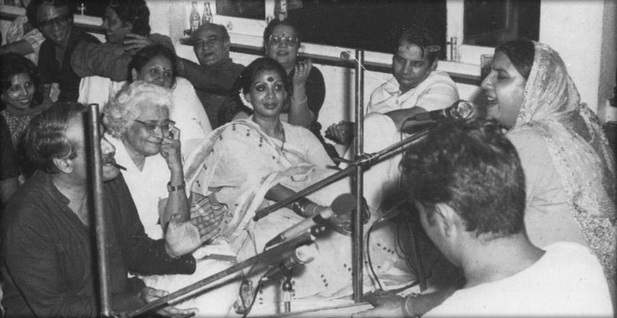 Reshma, Pratima Bedi, Bobby Sethi, A. K. Hangal, Prem Chopra, Ismat Chugtai, Muzaffar Ali